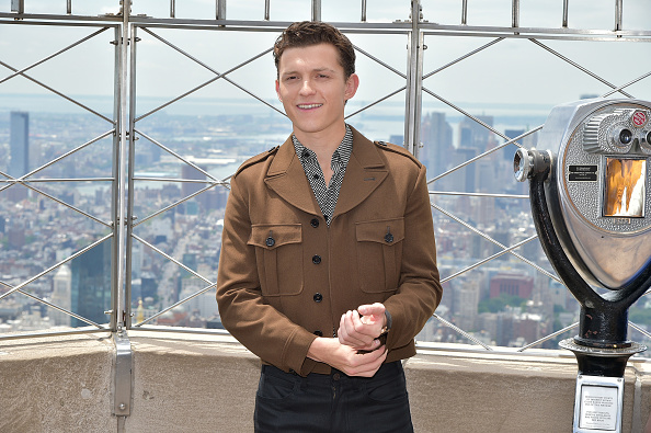 """Brown Jacket「Stars Of """"Spider-Man: Far From Home"""" Light The Empire State Building」:写真・画像(18)[壁紙.com]"""