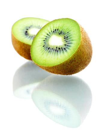 Kiwi「Isolated Kiwi fruits」:スマホ壁紙(14)