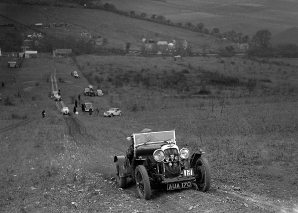 Country Road「Lagonda Rapier competing in the London Motor Club Coventry Cup Trial, Knatts Hill, Kent, 1938」:写真・画像(13)[壁紙.com]