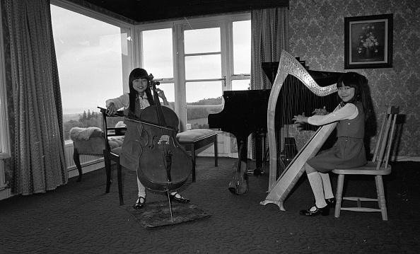 Celtic Music「Honoka Fujita and Arisa Fulijta at home in Sandyford 1983」:写真・画像(0)[壁紙.com]