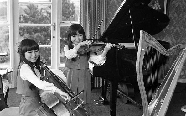 Celtic Music「Honoka Fujita and Arisa Fulijta at home in Sandyford 1983」:写真・画像(2)[壁紙.com]
