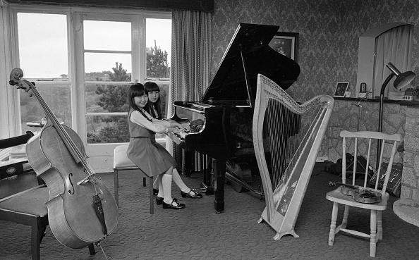 Celtic Music「Honoka Fujita and Arisa Fulijta at home in Sandyford 1983」:写真・画像(3)[壁紙.com]