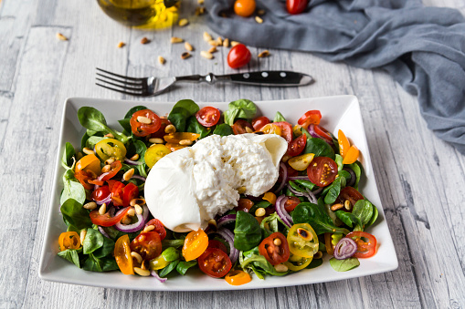 Pine Nut「Plate of tomato salad with Burrata」:スマホ壁紙(11)