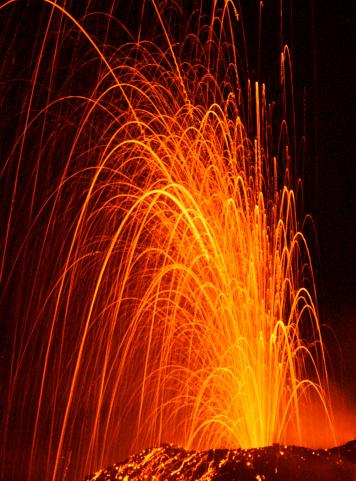 Stromboli Island「Explosive eruption of Stromboli volcano at night.」:スマホ壁紙(17)