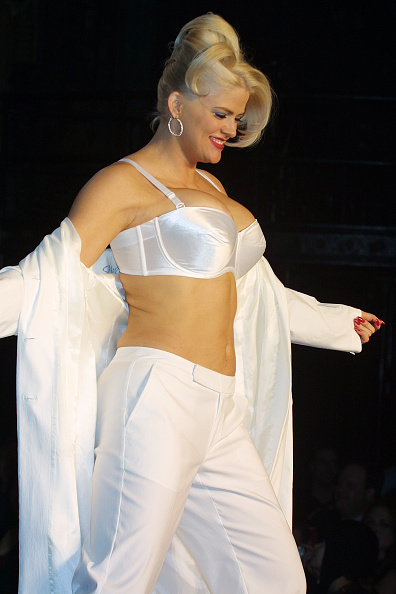 Computer Keyboard「Anna Nicole Smith to Pay Legal Costs」:写真・画像(13)[壁紙.com]