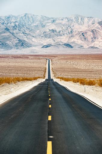 Road Marking「Road Trip in USA - Death Valley」:スマホ壁紙(11)