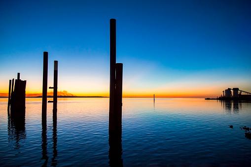 Wooden Post「Dunwich Ferry dock at dusk,North Stradbroke Island,Queensland,Australia」:スマホ壁紙(0)