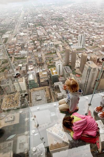 skyscraper「Sears Tower To Unveil New Glass Ledge On 103rd Floor」:写真・画像(9)[壁紙.com]