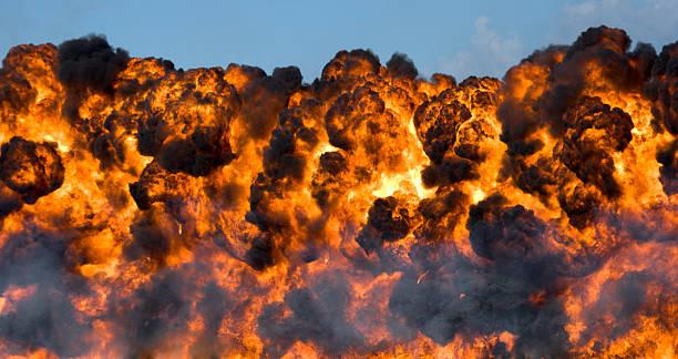 Explosion: Fireball and Smoke:スマホ壁紙(壁紙.com)