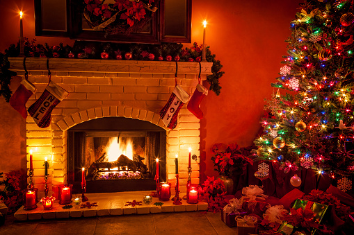 Christmas Lights「Christmas living room with fireplace and presents under tree (P)」:スマホ壁紙(9)