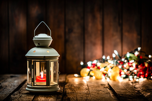 Christmas Lights「Christmas lantern on wooden table. Copy space」:スマホ壁紙(0)