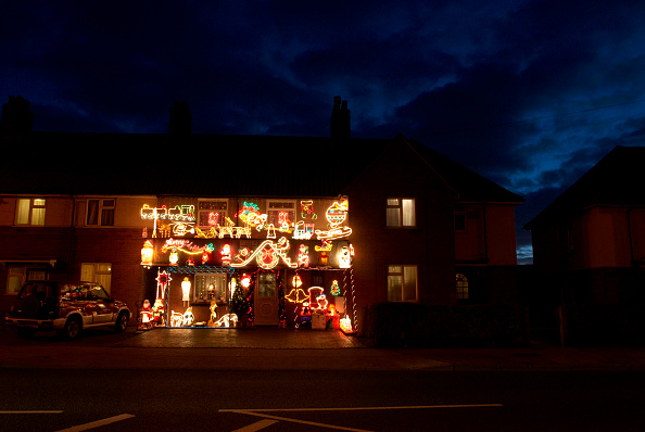 Outdoors「Christmas lights on a house exterior, Ipswich, UK」:写真・画像(1)[壁紙.com]