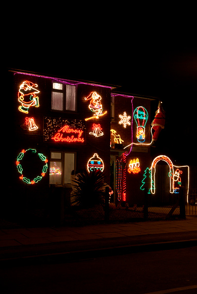 Outdoors「Christmas lights on a house exterior, Ipswich, UK」:写真・画像(17)[壁紙.com]