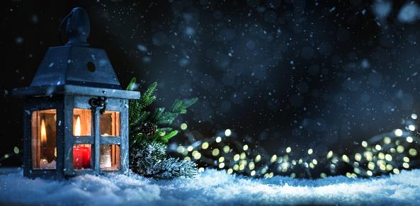 Glitter「Christmas Lantern with Lit Candle on Snow」:スマホ壁紙(3)