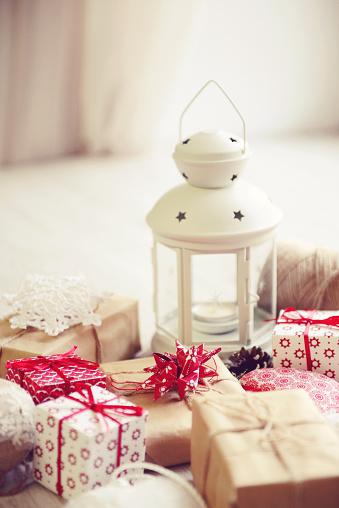 お正月「ランタンとクリスマスのギフトボックス」:スマホ壁紙(6)
