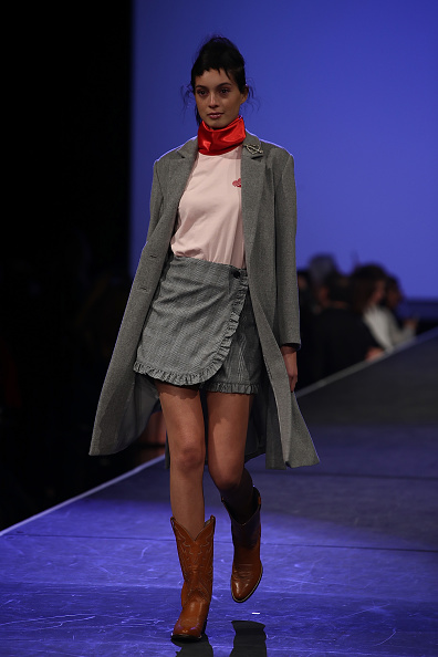Gray Skirt「Huffer - Runway - New Zealand Fashion Week 2017」:写真・画像(2)[壁紙.com]