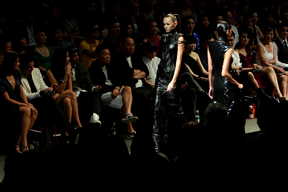 Lisa Maree Williams「AFF 2011: Emanuel Ungaro A/W 2011 - Backstage and Catwalk」:写真・画像(7)[壁紙.com]