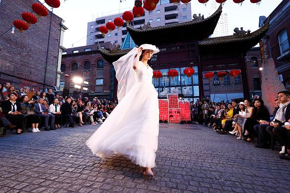 Melbourne Fashion Festival「Melbourne Fashion Week: Street Runway 2 - Chinatown」:写真・画像(3)[壁紙.com]