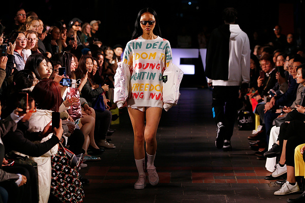 Melbourne Fashion Festival「Melbourne Fashion Week: Street Runway 3 - Chinatown」:写真・画像(11)[壁紙.com]