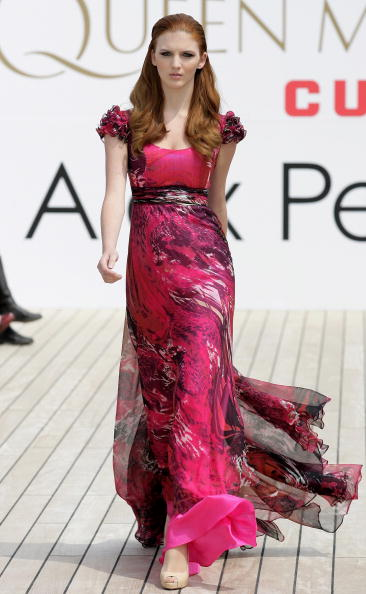 Alex Perry - Designer Label「Queen Mary 2 Hosts Sydney Fashion Show」:写真・画像(14)[壁紙.com]