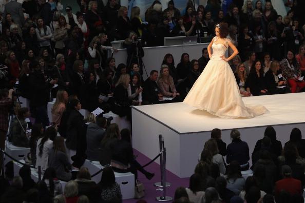 Wedding Dress「Visitors Enjoy The National Wedding Show At Olympia」:写真・画像(9)[壁紙.com]
