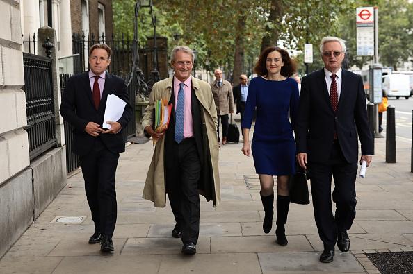 全身「Brexiteers Set Out Irish Republic Border And UK Backstop Policy Proposals」:写真・画像(15)[壁紙.com]
