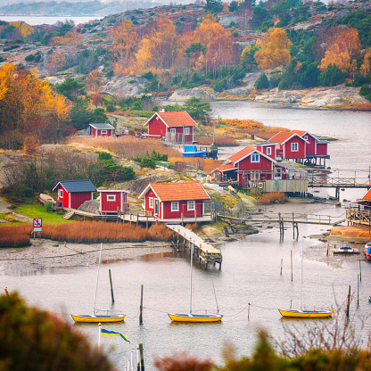 Swedish Culture「Fishing village with small red cabins」:スマホ壁紙(2)
