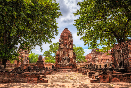 Buddha statue「Wat Maha That old temple ruins in Ayutthaya, Thailand」:スマホ壁紙(17)