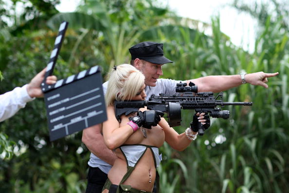 Reality TV「Web Reality Show Features Women In Bikinis With Automatic Weapons」:写真・画像(12)[壁紙.com]