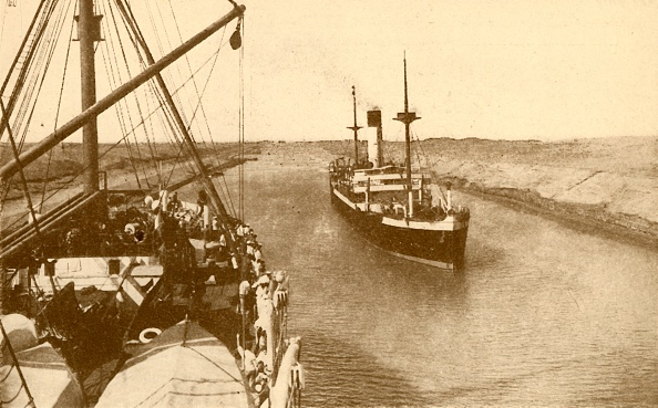 Incidental People「Steamers Passing In The Suez Canal」:写真・画像(1)[壁紙.com]