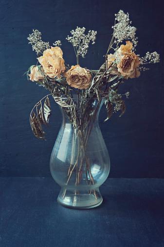 薔薇「ドライ黄色のバラの花瓶」:スマホ壁紙(11)
