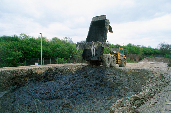 Truck「Dump trailer used to transport sludge for disposal in a lagoon」:写真・画像(19)[壁紙.com]