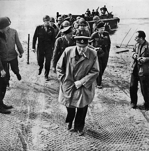 Water's Edge「Winston Churchill across the Rhine Outwards into Germany! Onwards to Victory!', 1945」:写真・画像(6)[壁紙.com]