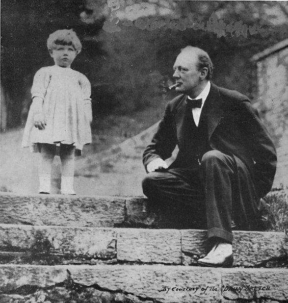 Steps「Winston Churchill with his daughter Mary at Chartwell, c1924, (1945)」:写真・画像(8)[壁紙.com]