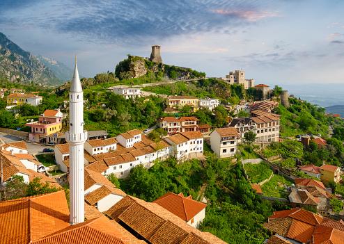 Albania「Albania, Kruje, townscape with bazaar street, Bazaar Mosque, Skanderbeg Museum and fortress」:スマホ壁紙(1)