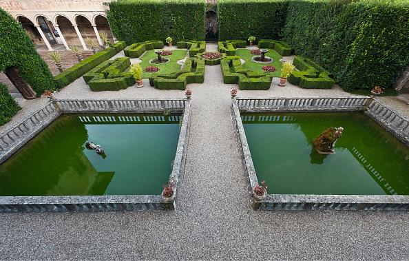 Architectural Feature「Garden Of The Villa Cigogna Mozzoni」:写真・画像(1)[壁紙.com]
