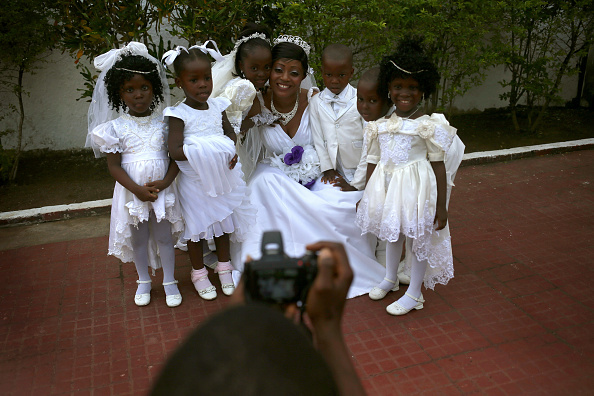 Wedding Reception「Liberia Turns Towards Normalcy As Fight Continues To Eradicate Ebola」:写真・画像(12)[壁紙.com]