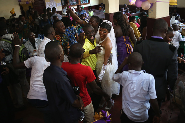 Wedding Reception「Liberia Turns Towards Normalcy As Fight Continues To Eradicate Ebola」:写真・画像(3)[壁紙.com]