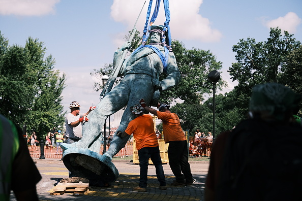 Monument「Richmond, VA Removes Monument To Confederate Soldiers」:写真・画像(1)[壁紙.com]