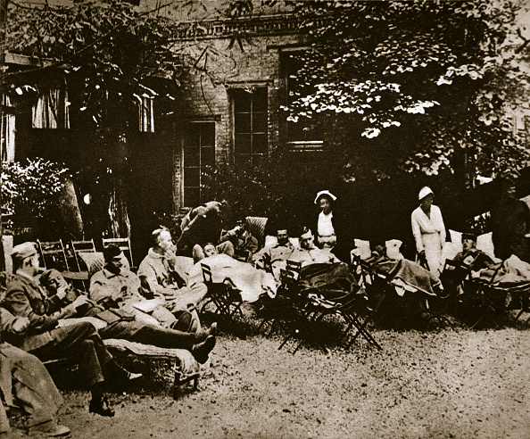 Recovery「Injured Soldiers Recuperating At An American Hospital In Paris France World War I 1918」:写真・画像(2)[壁紙.com]