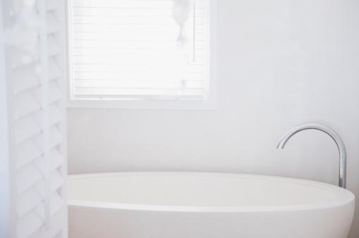 浴室「バスタブのウィンドウ」:スマホ壁紙(15)