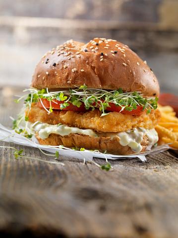 Mayonnaise「Crispy Fish Burger with Tarter Sauce, Micro Greens, Tomato on a Brioche Bun」:スマホ壁紙(10)