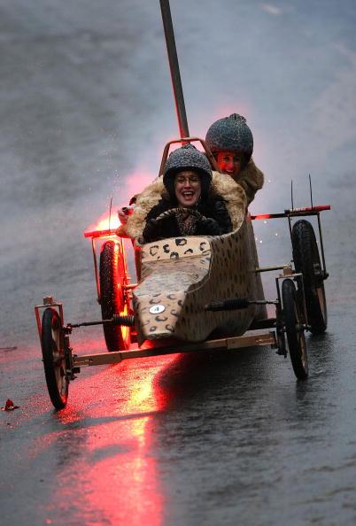 Soapbox Cart「Hoar Cross Holds Their Annual Downhill Soapbox Race」:写真・画像(12)[壁紙.com]