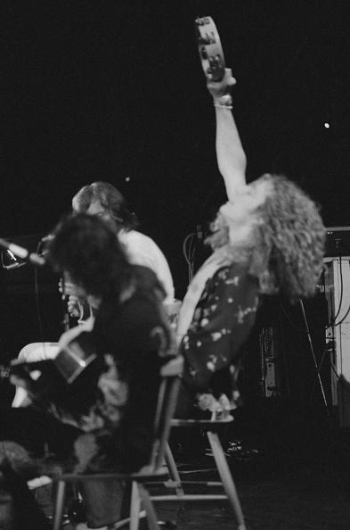 Michael Putland「Led Zeppelin At Earl's Court」:写真・画像(6)[壁紙.com]