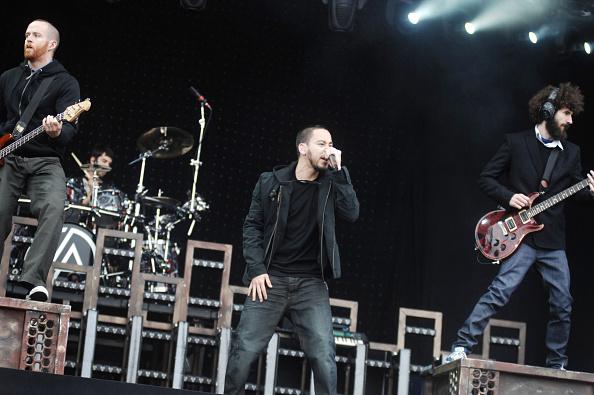 膝から上の構図「Linkin Park At Pinkpop」:写真・画像(0)[壁紙.com]