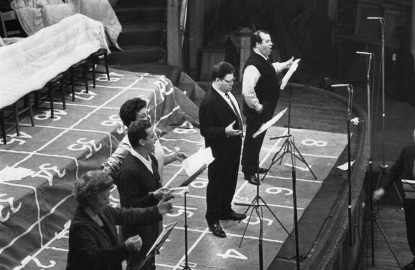 Classical Musician「Recording Cosi」:写真・画像(4)[壁紙.com]