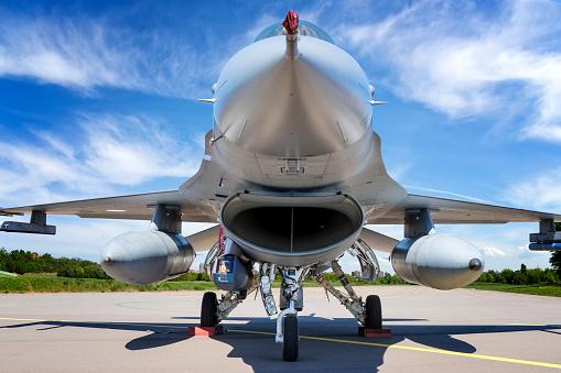Explosive「Military jet aircraft F-16」:スマホ壁紙(17)