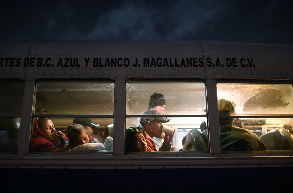 Bus「Immigrant Caravan Members Continue To Gather At U.S.-Mexico Border Waiting To Apply For Asylum」:写真・画像(6)[壁紙.com]