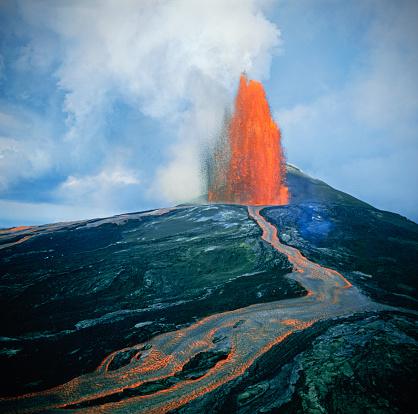 Active Volcano「Lava fountain in Pu'u O'o Vent on Kilauea Volcano」:スマホ壁紙(3)