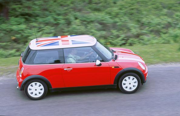 Finance and Economy「2002 Mini Cooper」:写真・画像(3)[壁紙.com]